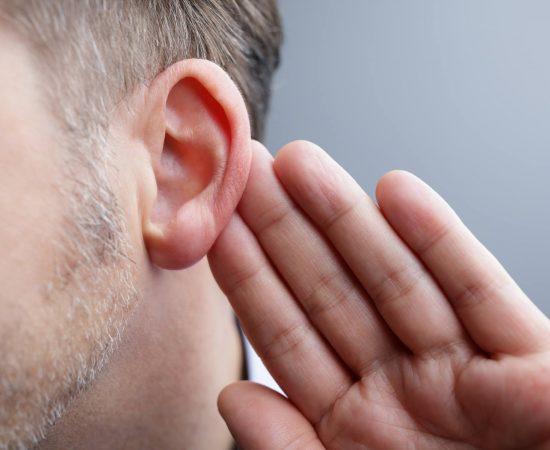 Observe os sinais de perda auditiva